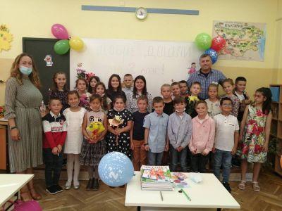 Първи учебен ден на 2 в клас 2021/2022 г. - 11 ОУ Пимен Зографски - София